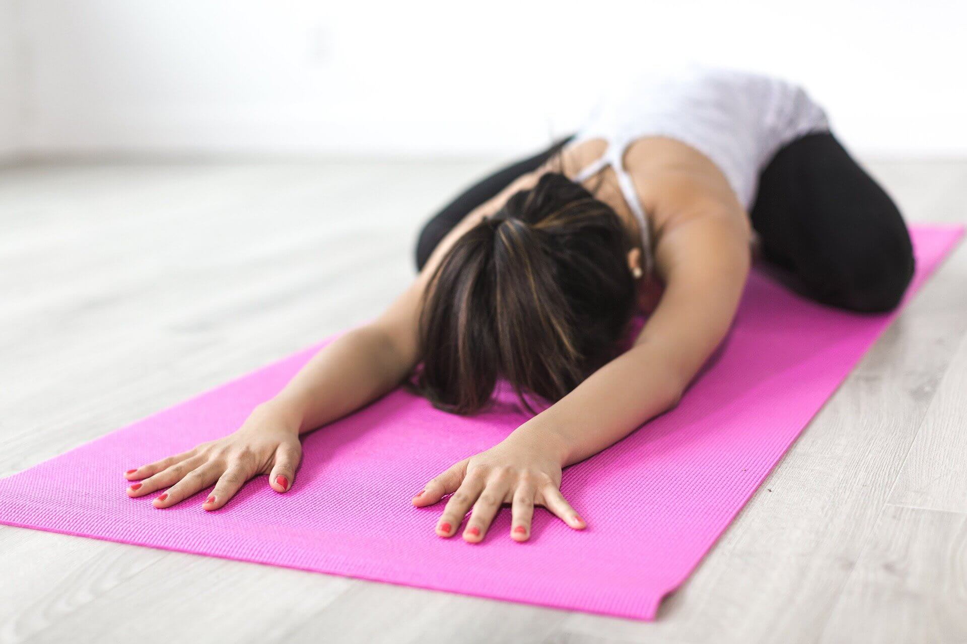 woman doing exercises to avoid menopause symptoms
